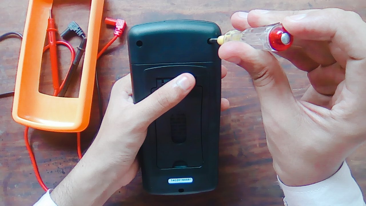 Change The Battery Of A Multimeter