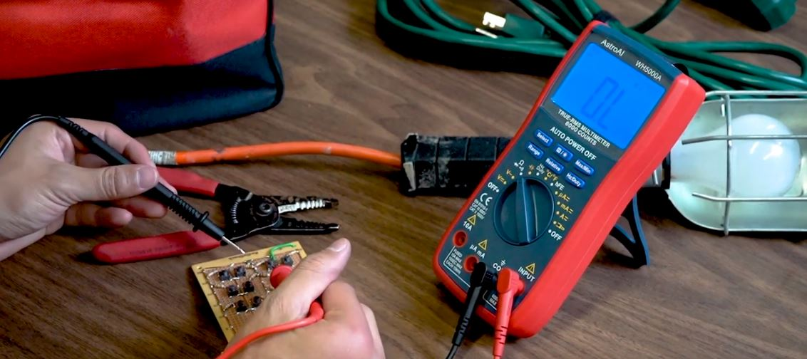 AstroAI WH5000A review best beginner multimeter for hobbyists